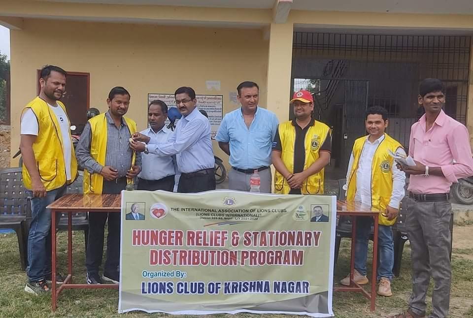 लायन्स क्लब आफ कृष्णनगर द्वारा शैक्षिक सामग्री वितरण